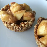 Mini Raw Vegan Apple Pies