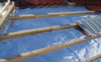Polished aluminum facing roofing insulation