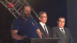 نجل محمود عبدالعزيز يبكي في مهرجان الأهرام للدراما التليفزيونية