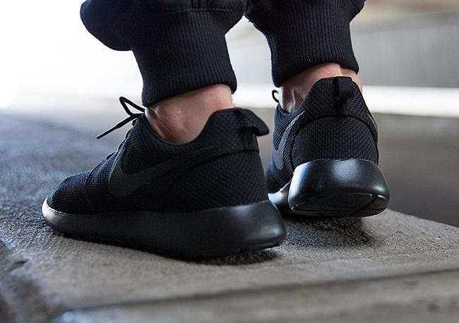 san francisco 40dac a56aa Nike Roshe Run Triple Black