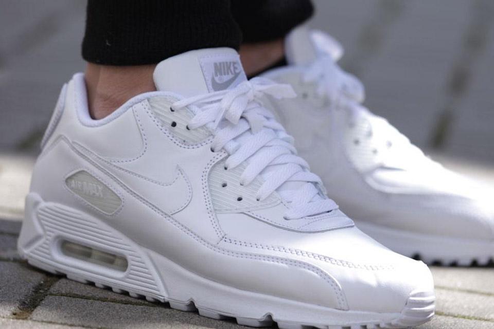timeless design e8172 f5e94 Nike Air Max 90 Essential All Leather Triple White