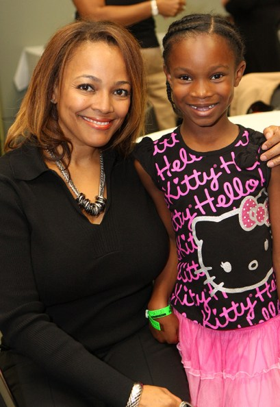Actress & Director Kim Fields with fan (Atlanta 2011)