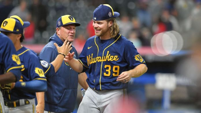 2 Brewers combine for MLB's record 9th no-hitter
