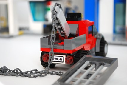 LEGO 60047 - The tow truck can rip cell walls off!