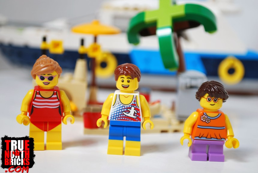 Front view of Cruising Adventures (31083) Minifigures.