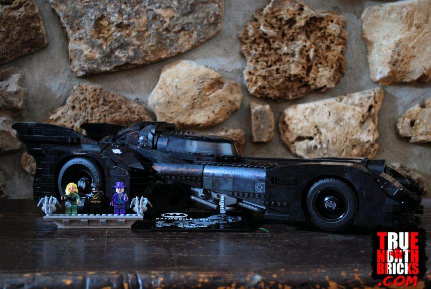 1989 Batmobile (76139) box contents.