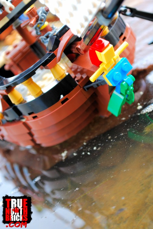 The Pirate Ship (31109) hull is not built from hull pieces, but individual bricks!