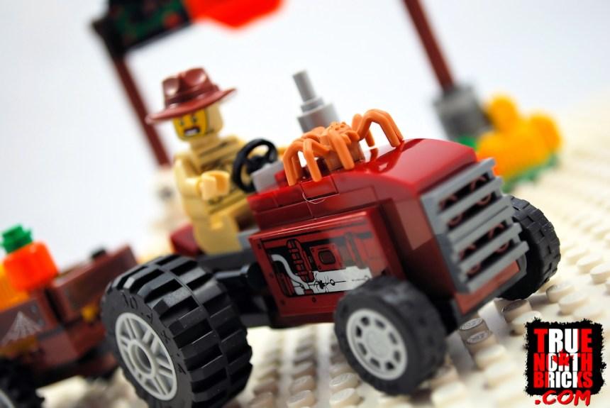 Halloween Hayride (40423) tractor.