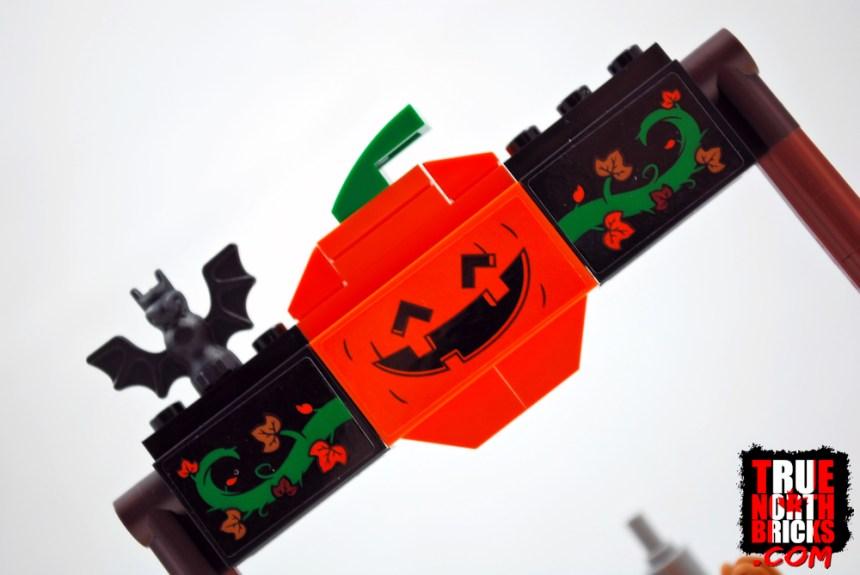 Halloween Hayride (40423) entrance arch.