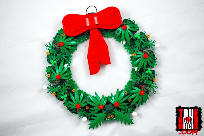 Christmas Wreath (40426) wall build.
