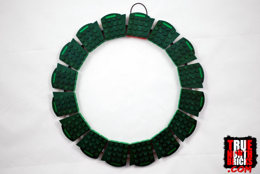 Front view of Christmas Wreath (40426) base structure.