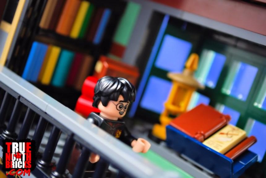 Diagon Alley (75978) Harry inside Flourish and Blotts