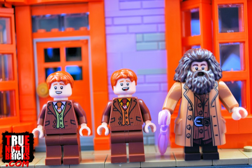 Diagon Alley (75978) Weasley brothers and Hagrid.