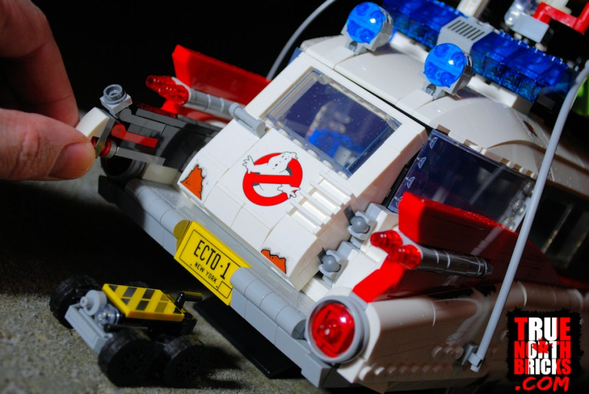 Ghostbusters ECTO-1 (10274) ghost trap play feature.