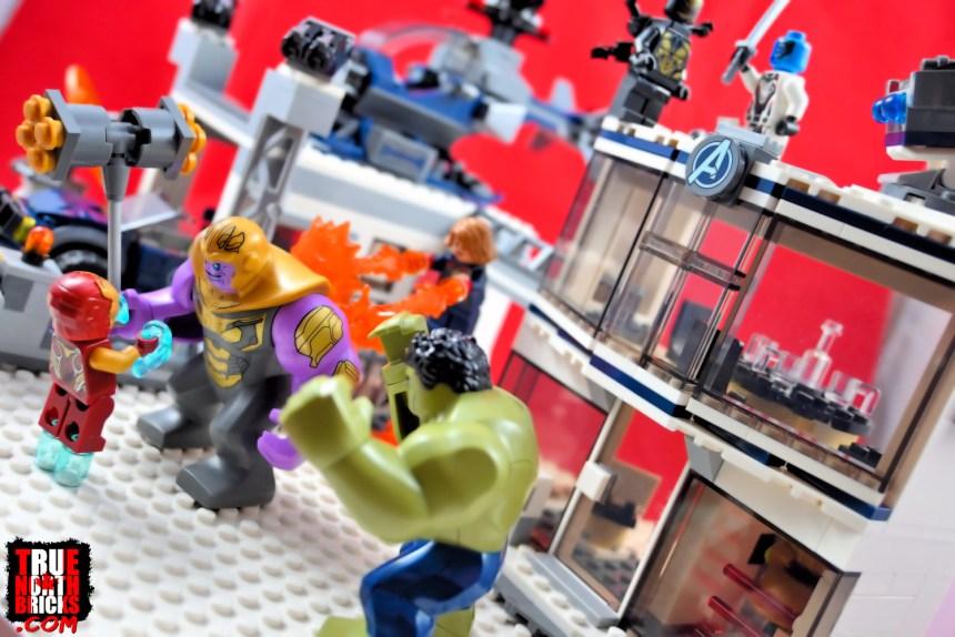Avengers Compound Battle (76131)