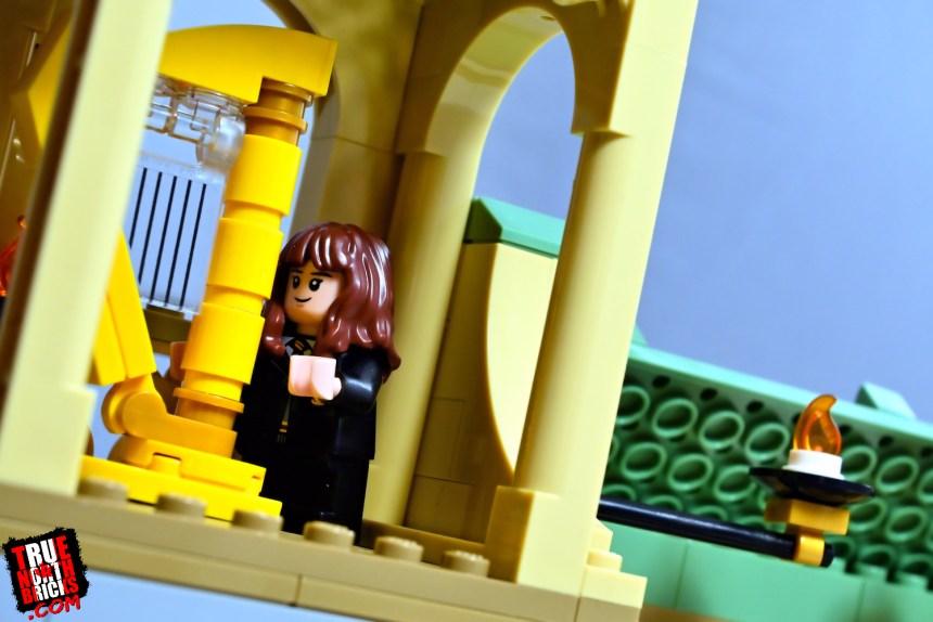 Hogwarts Fluffy Encounter magical harp.