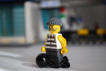 LEGO 60047 - Criminal 1 front view