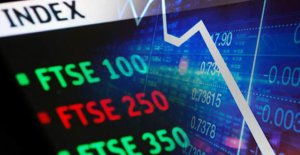 FTSE slumps in wake of credit downgrade and slowest growth since 2008