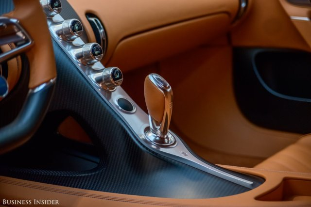 the-chiron-gets-all-that-power-to-road-through-a-bugatti-developed-7-speed-twin-clutch-transmission-and-permanent-four-wheel-drive-system