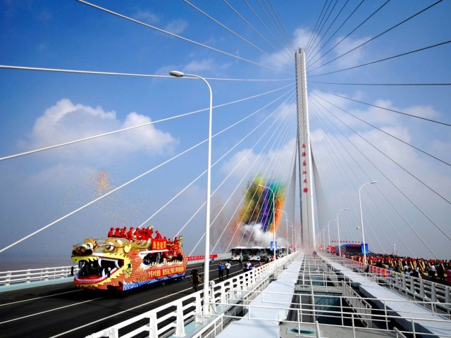 18-billion-the-shanghai-yangtze-river-tunnel-and-bridge-is-the-fifth-longest-cable-stayed-bridge-in-the-world-at-a-length-of-nearly-16-miles