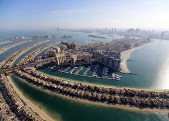 palm-island-jumeirah-the-smallest-island-welcomed-its-first-tenants-in-2007