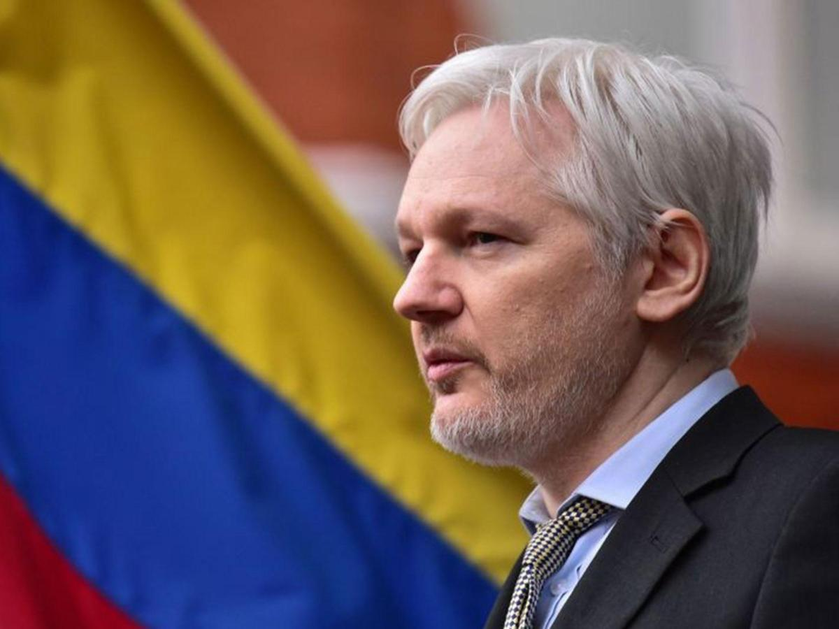 Ecuadorian president says he will continue to protect Julian Assange