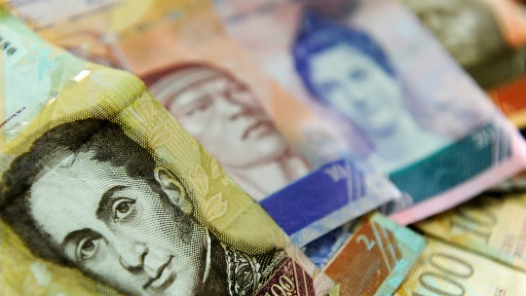 Venezuela's currency crumbles at dizzying speed