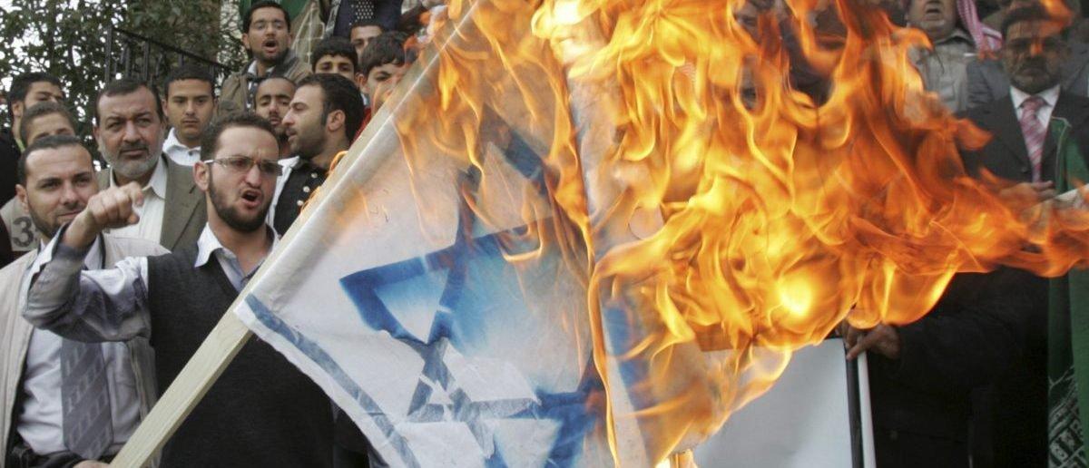 Al Jazeera Posts, Then Deletes Anti-Semitic Tweet About Paris Agreement