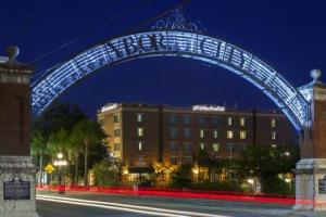 2631759-Hampton-Inn-Suites-TampaYbor-CityDowntown-FL-Hotel-Exterior-2-DEF