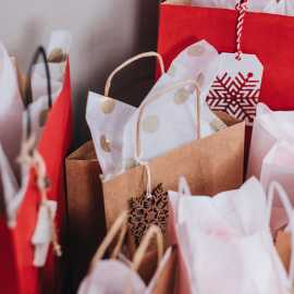 5 Ways to Stay on Track with Your Holiday Shopping