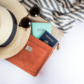 Get mom the best gifts with this Mother's Day gift guide! Perfect gifts for travelers who are moms. #giftguide #mothersday #mothersdayideas #mothersdaygifts #mothersdaygiftguide #travelingtips #bestproducts #dealsandsteals