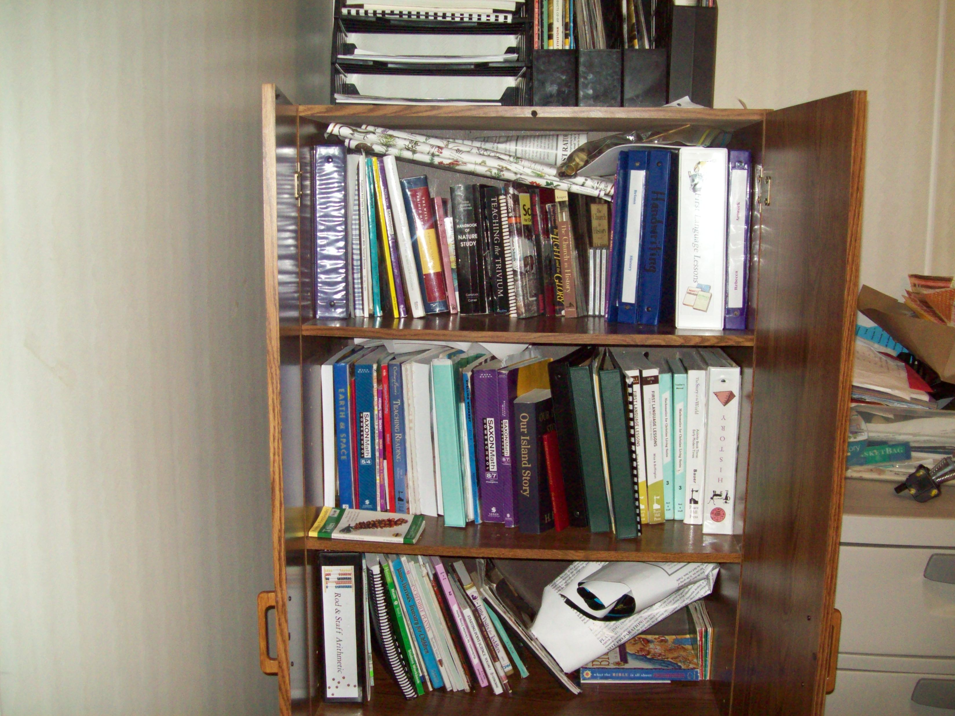 Books, functioning as school books, in general state of disorganization.