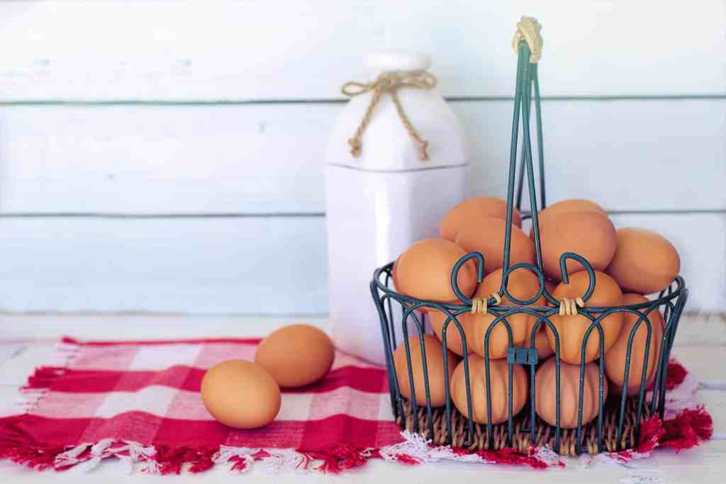 picture of whole brown eggs in a basket used in breakfast recipes in a muscle building diet