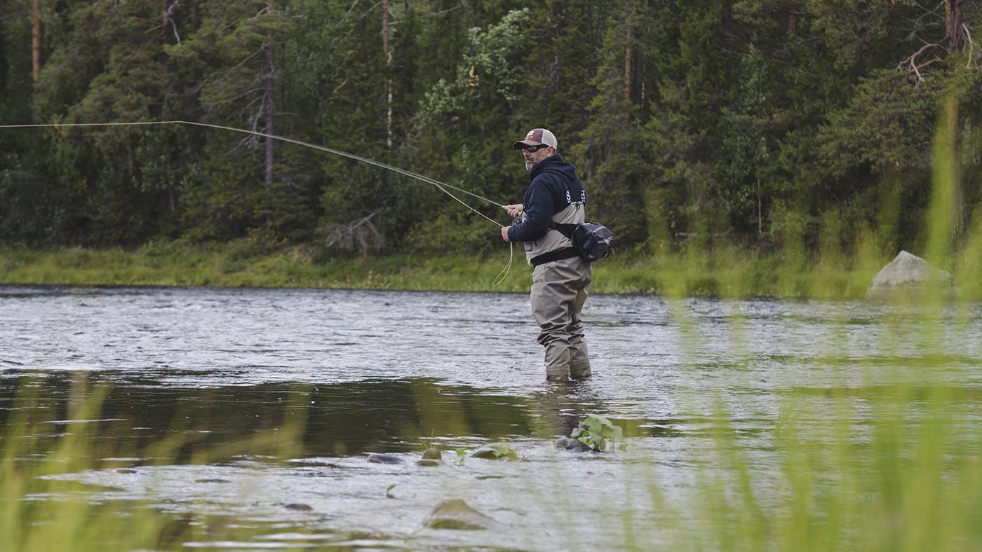 pêche à la mouche de la truite et des ombres en laponie suèdoise