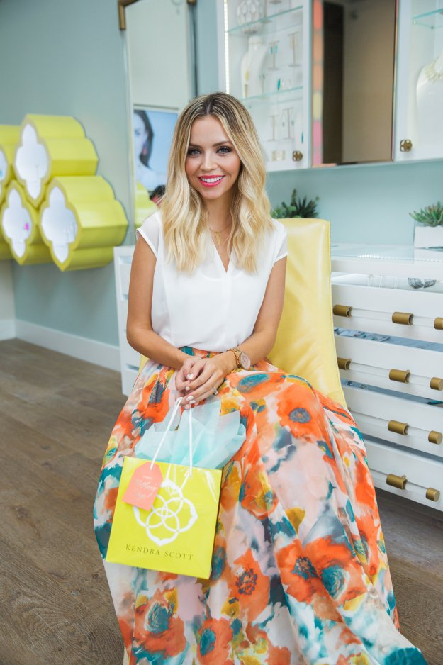 Destiny_Thompson_Kendra_Scott_Mothers_day_19