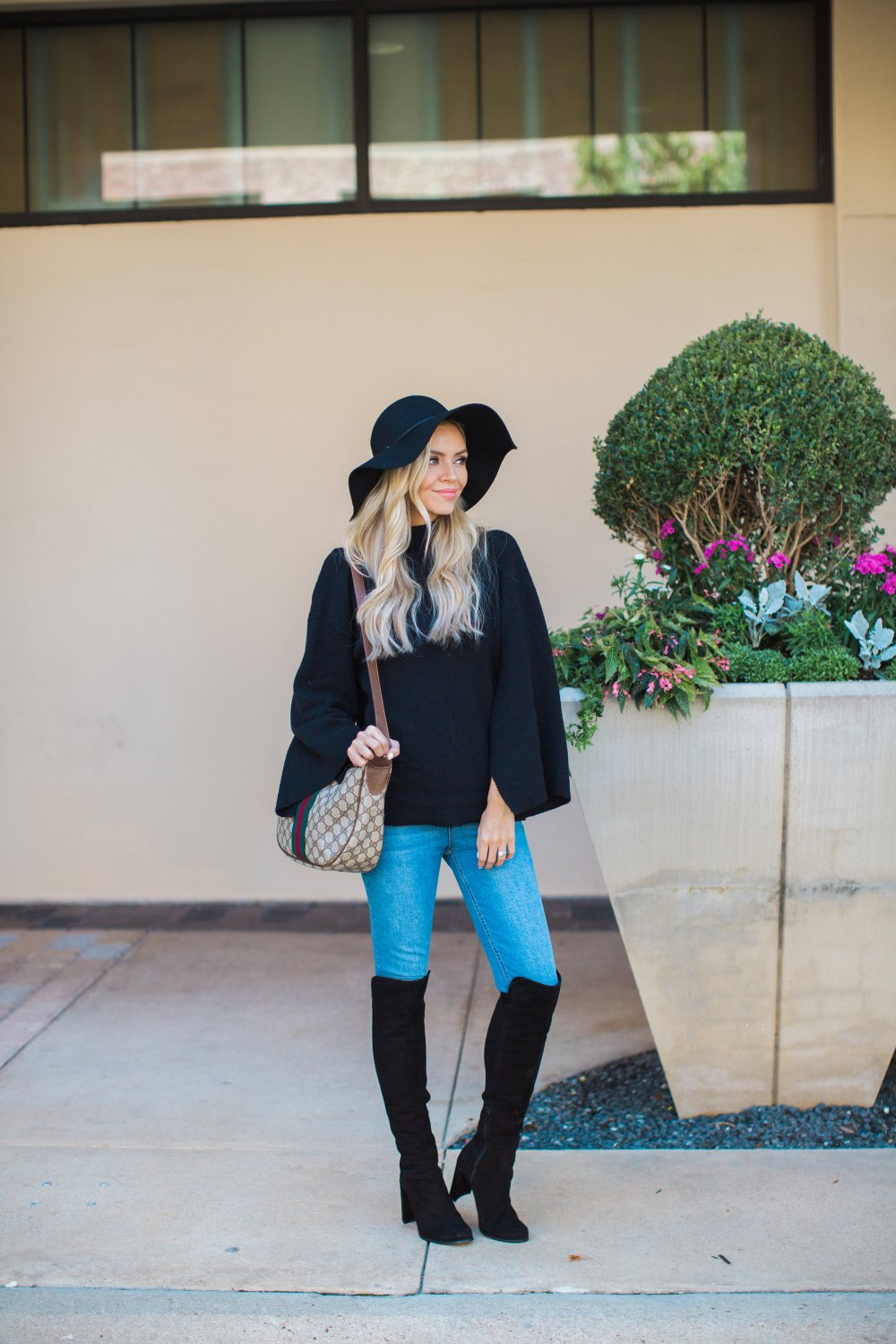 This easy fall outfit is something anyone can put together! It's classic and simple! It is the perfect outfit to showcase my new vintage Gucci from The Lady Bag!