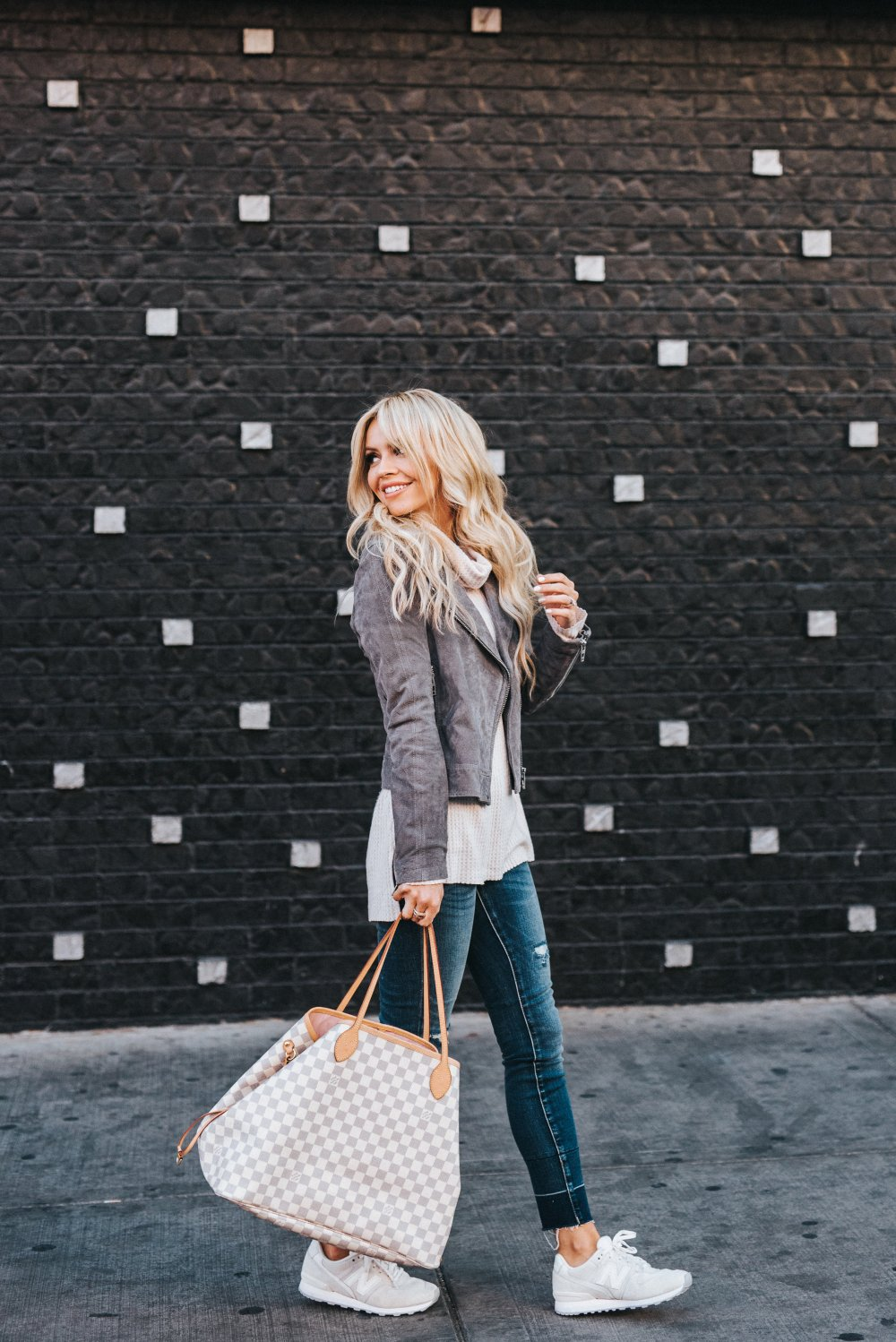 It's important to slow down and really enjoy the moments of life! This comfortable yet fashion forward outfit is perfect for catching up with friends or a family get together! #comfystyle #womensfashion #slowdown