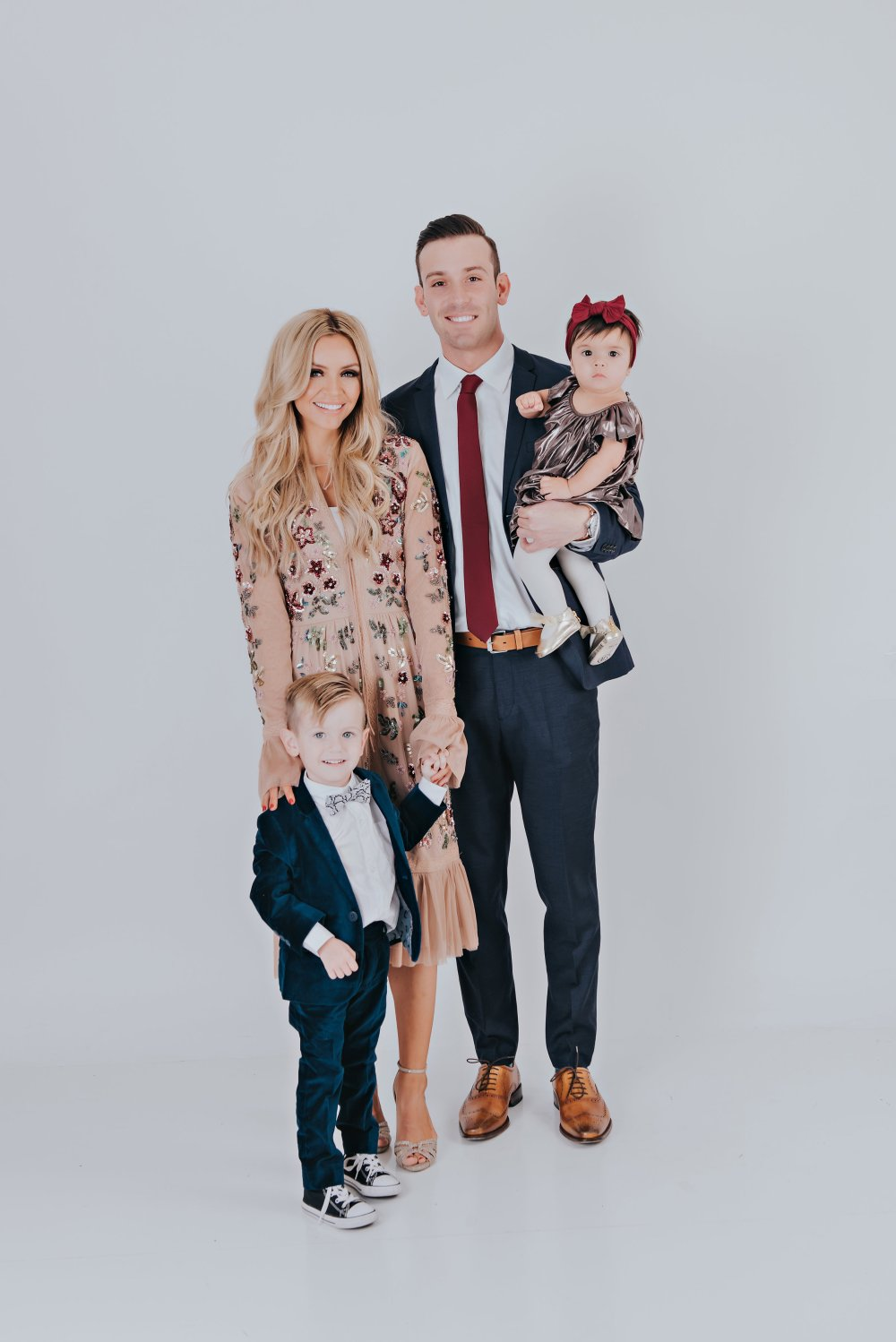 Sharing our family photo session with you today! These were for our Christmas cards, but the outfits and poses can be used for any type of family photo session! I hope these can give you inspiration and family photo ideas! #familyphotos #familyphotooutfits #coordinatingoutfits #familyoffour