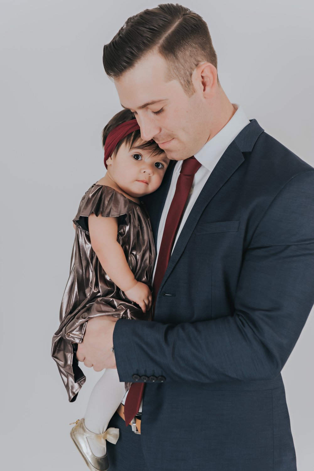 Swoon! I almost can't deal! This melts my heart! A perfect picture of the bond between a daddy and his baby girl! I love how his tie and her hair wrap match! This family photo shoot definitely is tugging on my heart strings! #daddydaughter #familyphoto #coordinatingoutfits #familyphotooutfits #specialoccasion