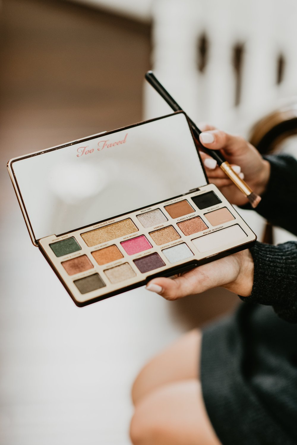 My favorite eye shadow palettes that I am in love with! These have such pigmented color and great neutral shades for a natural look! #makeupideas #makeuptips #eyeshadowpalette #neutralmakeup #makeuplove