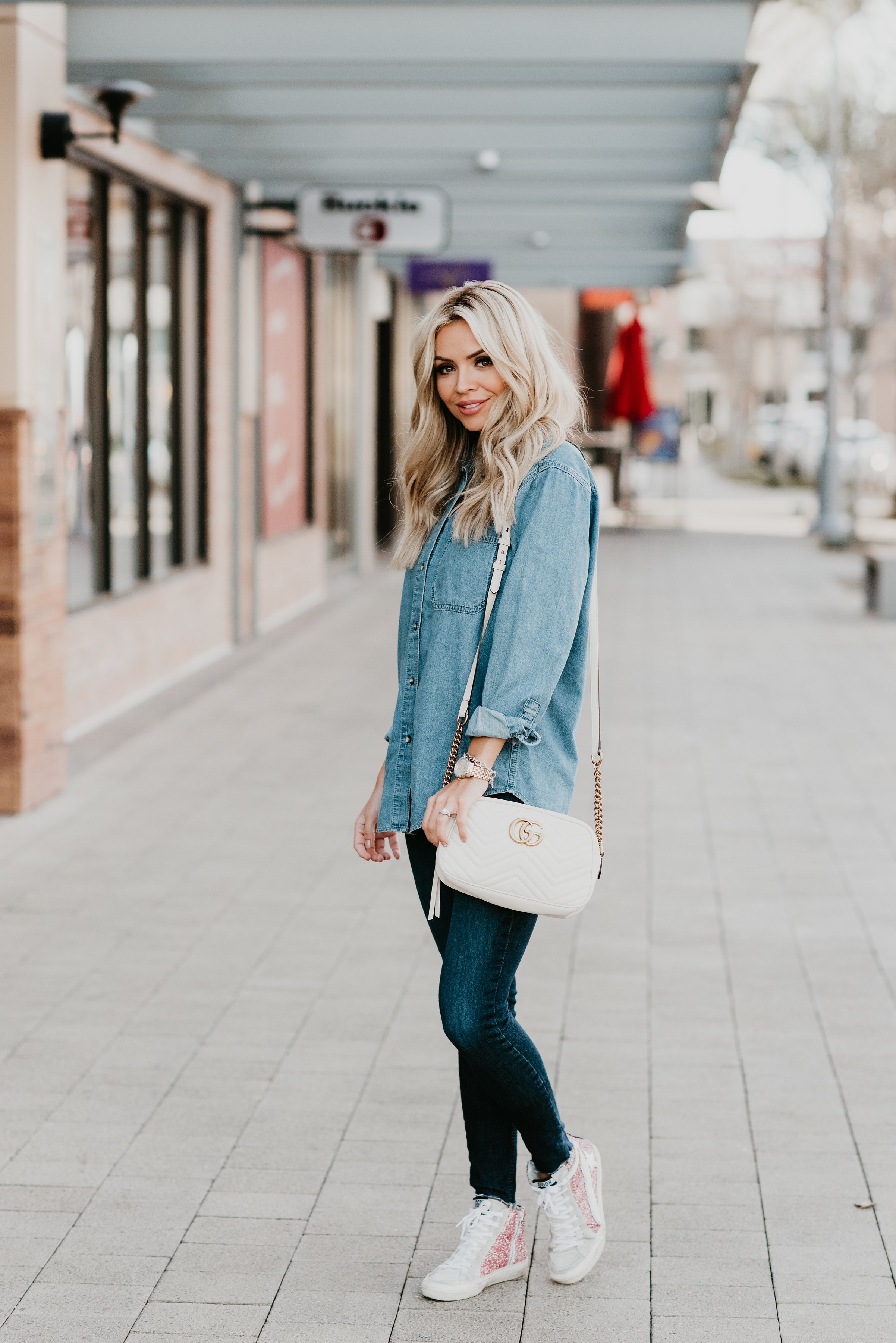 75976d25fde Listing SEVERAL ways to style a chambray shirt! Chambray shirts are a  closet staple and