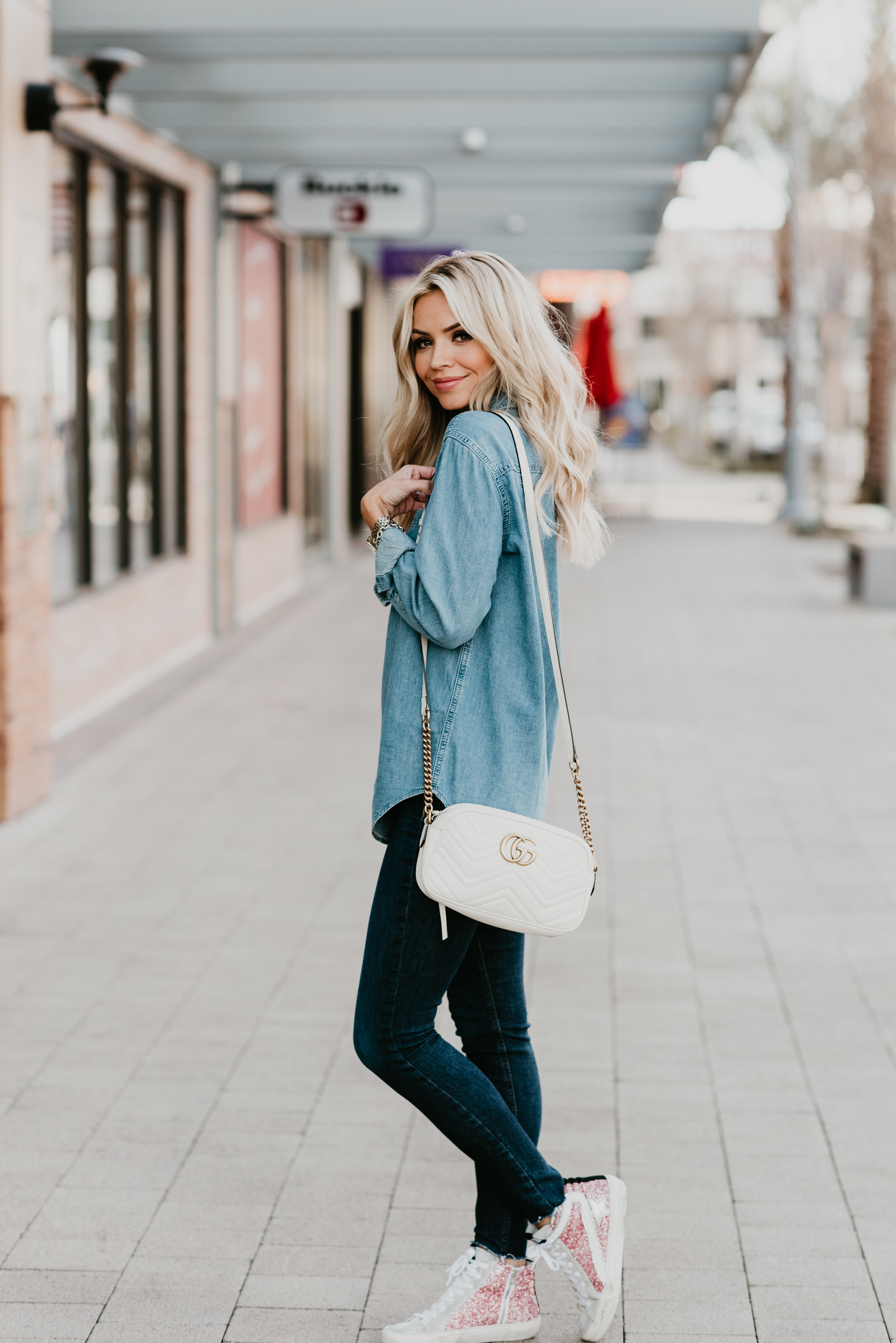 464607f4a69 Listing SEVERAL ways to style a chambray shirt! Chambray shirts are a  closet staple and ...