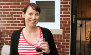 Pregnant_lady_drinking_wine_non_alcoholic
