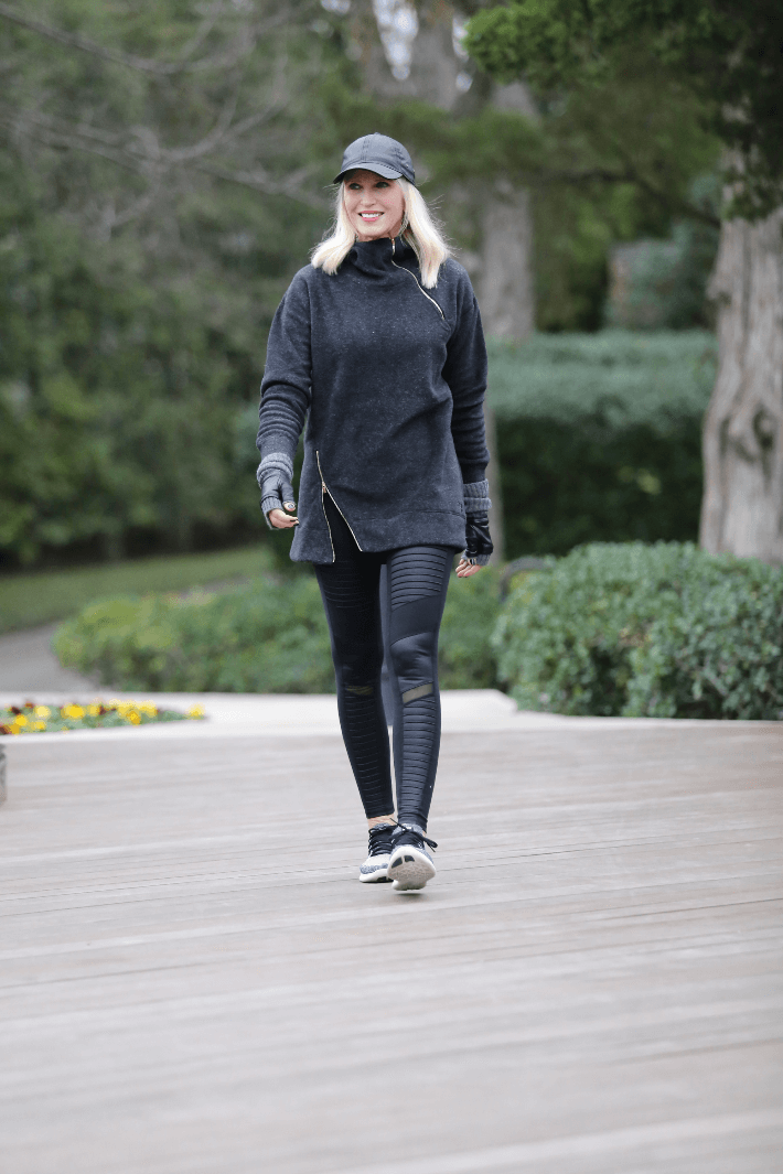 Dallas fashion blogger in fleece sweatshirt and Alo Yoga black moto leggings.