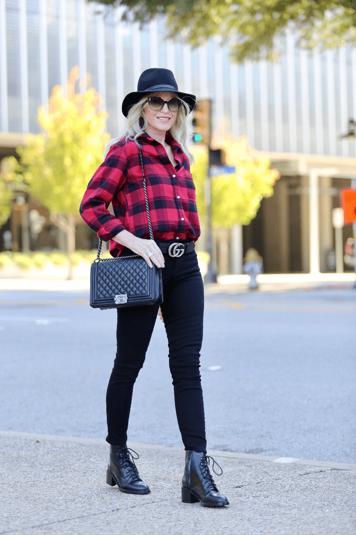 Dallas blogger wearing Grayson flannel Hero shirt, Rag & Bone black fedora, Paige black skinny jeans, gucci belt, black combat boots and carrying Chanel Boy Bag.