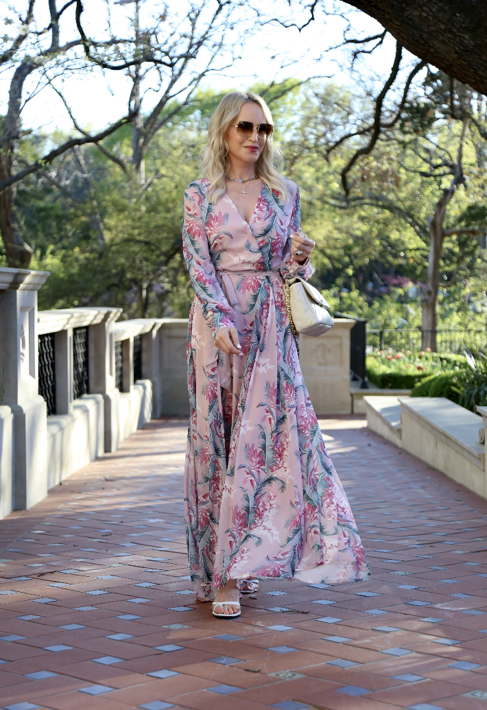Dallas blogger wearing Chicwish pink chiffon maxi dress and carrying Chanel 19 handbag in light beige.
