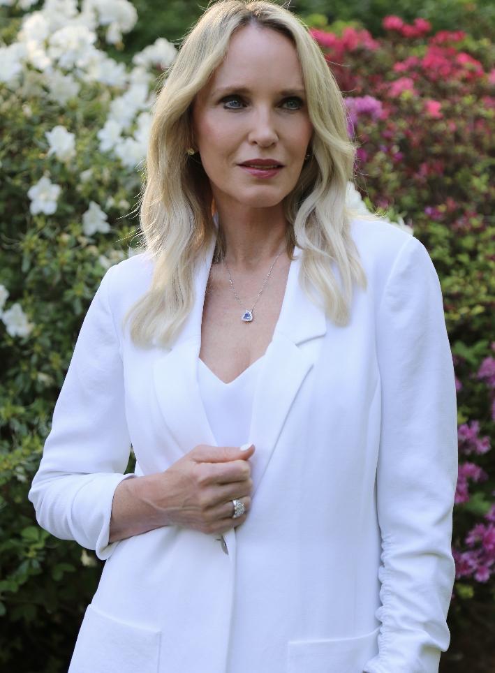 Dallas lifestyle blogger wearing Effy Jewelry 14K White Gold Tanzanite Royale & Diamond Pendant.