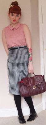 Top: Topshop, Skirt: Dorothy Perkins, Bag: New Look, Belt: Topshop, Shoes: Topshop.
