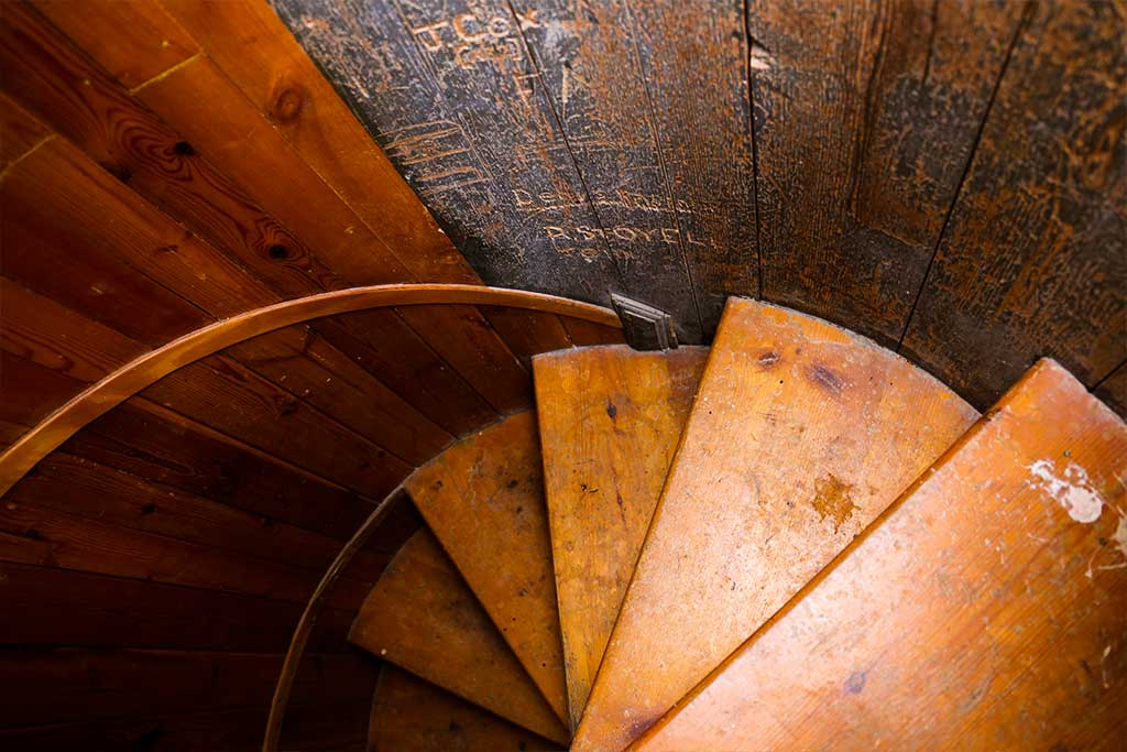 Trumpeters-Drift-Gallery-Fort-Interior-Staircase