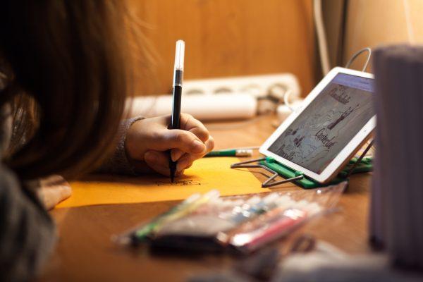 girl-using-electronics